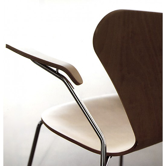 JACOBSEN SEVEN CHAIR WITH ARMRESTS